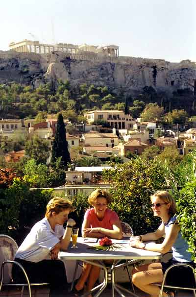 From the roofgarden of Plaka Hotel you can enjoy your drink and meal viewing the  Akropolis CLICK TO ENLARGE