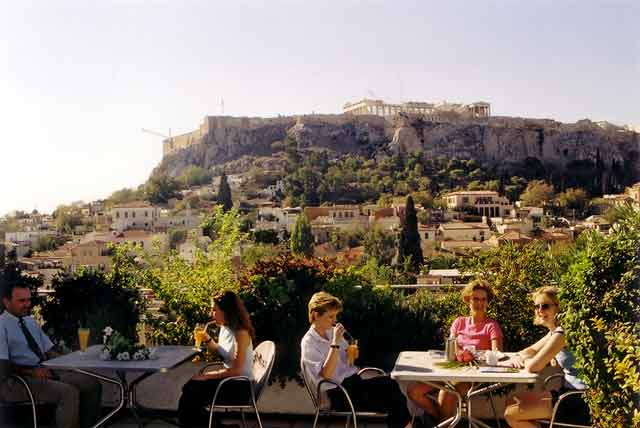 If  you care for a drink visit the roofgarden of Plaka Hotel and relax   viewing the  Akropolis CLICK TO ENLARGE