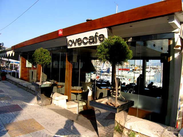 LOVE CAFE IN  58, AKTI A. KOUMOUNDOUROU