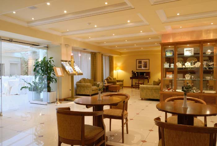 Athens Atrium hotel - Suites the Atrium restaurant and function room.. CLICK TO ENLARGE